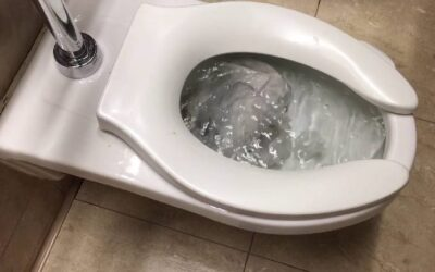 Zašto WC šolja klokoće?